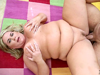 Chubby Chick Rylee Gets Fucked
